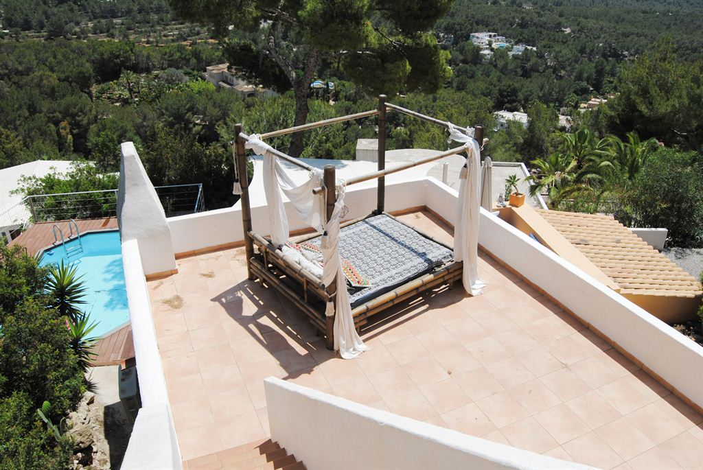 Top located real estate high up on the hill of Can Furnet with rental license and pool