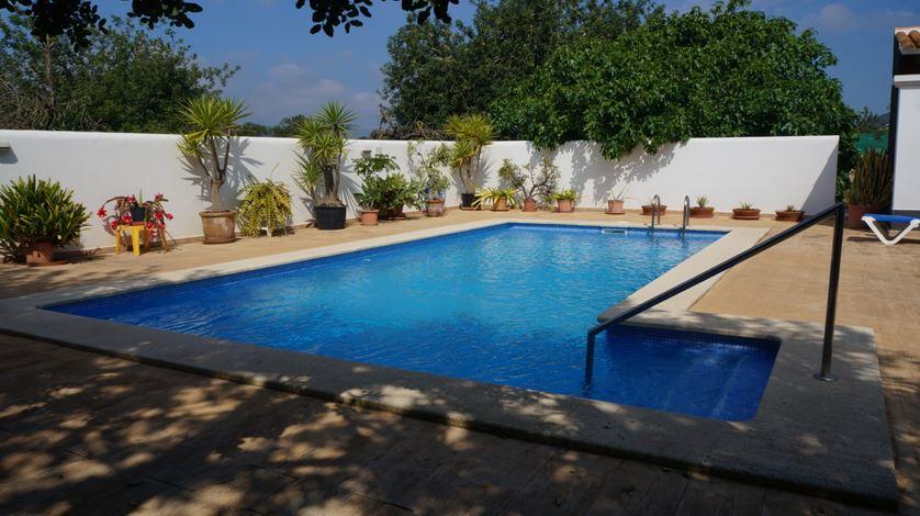 Payesa house with large garden in San Jordi Salinas