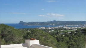 Privately located house on the top of the mountains of San Agustin with fantastic views and guest flat