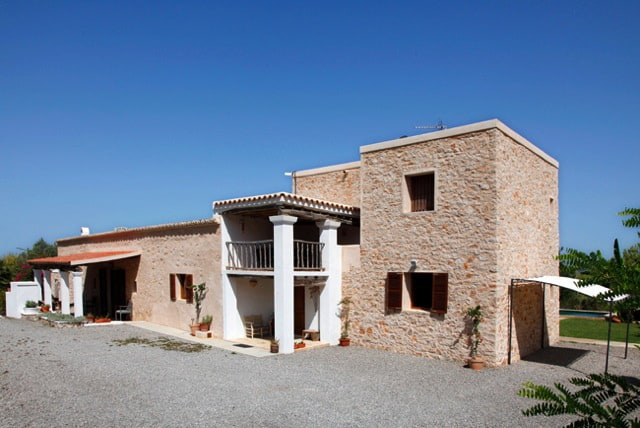 Beautiful rustic house of the mid of 18th century in Benimussa