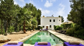Beautiful ecoarchitectural finca in total privacy in the woods of San Lorenzo