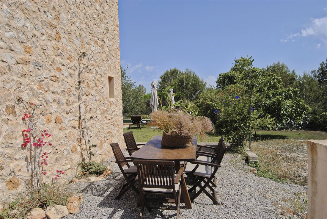 Romantic farmhouse on a giant cultivated ground in picturesque setting with rental license