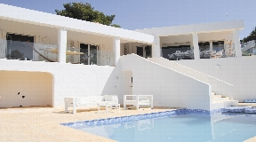 Renovated villa with adjacent guest studio in gated community of Can Furnet with amazing views to the sea and castle