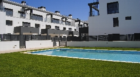 Modern 2 bedroom apartment with a nice terrace with access to the pool area in Siesta