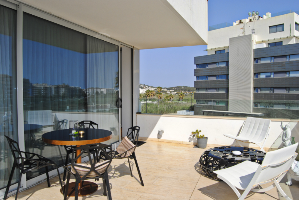 Trendy apartment in sought-after residential complex of Marina Botafoch