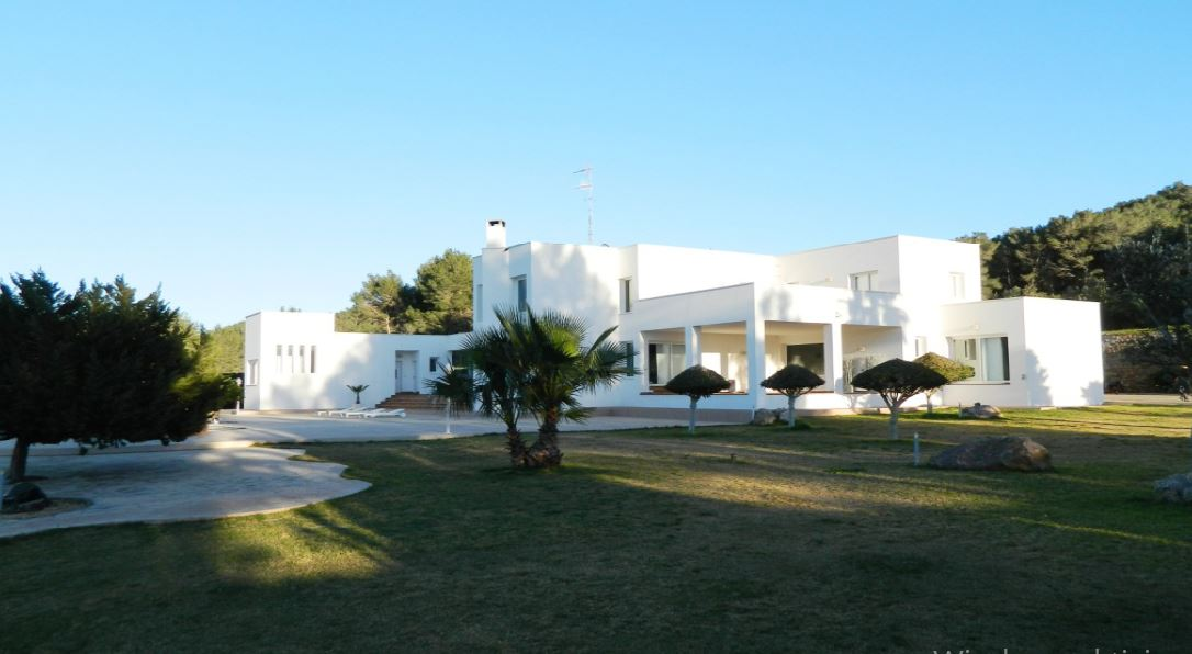Spectacular villa with 800m2 and 60000m2 land with amazing views