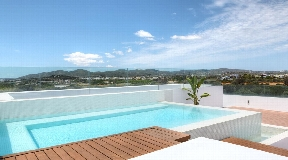 Amazing penthouse with private pool located close to the beach