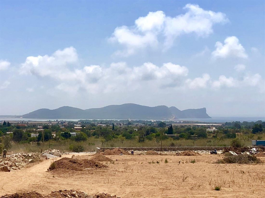 Plot with views near Sa Caleta with 18.000 m2 and license to build