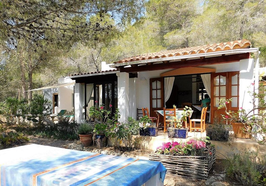 Small farmhouse in a paradisiacal setting in the campo of Benimussa on 1 hectare large plot