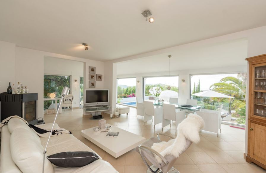 House for sale with tourist license in Cala Tarida with sunset sea views
