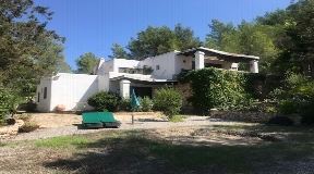 Very well located finca near Can Furnet with large garden