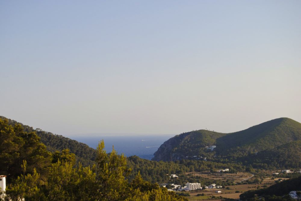 Cozy cabin on the mountains with marvellous view to the sea and valley in Cala Llonga