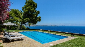 Villa with access to the sea with fantastic views in Es Cubells