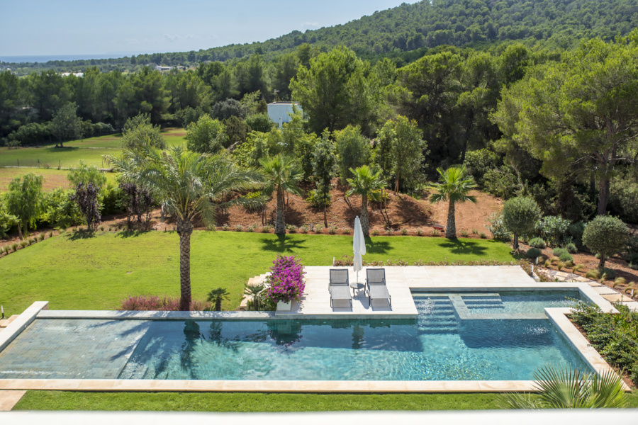 Luxury villa with 360 degree countryside and partial sea view in San Carlos