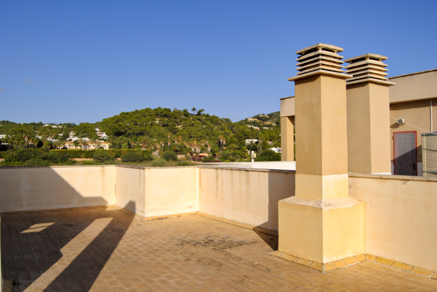 Spacious holiday apartment in Talamanca for sale with solarium with amazing views