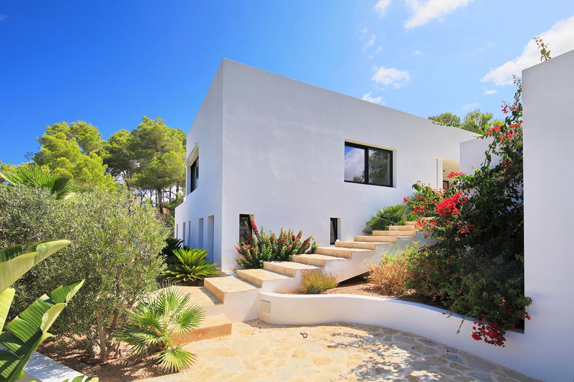 Beautifully renovated minimalist style villa with spectacular sea views