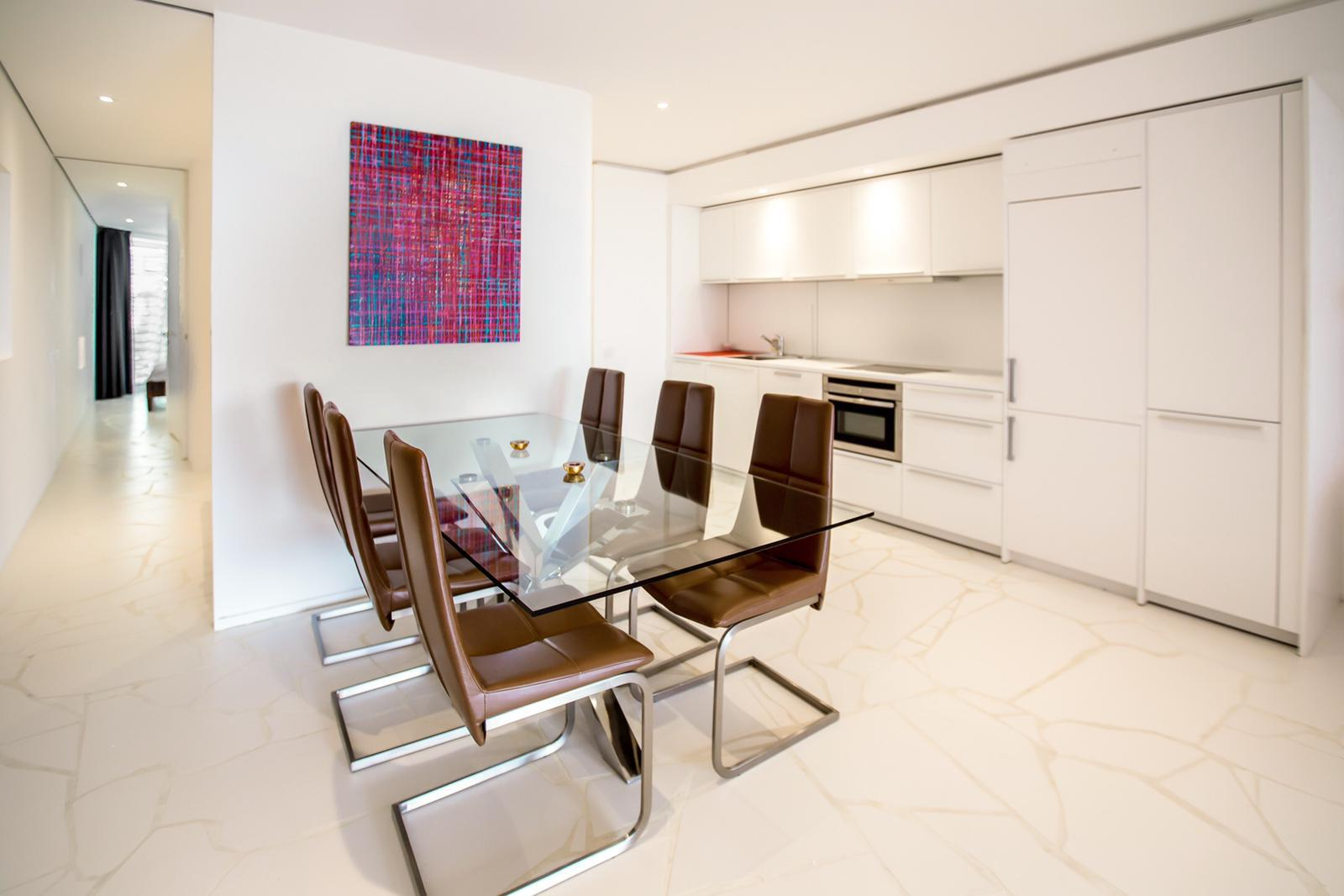 Modern 2 bed apartment with nice views located in Las Boas building