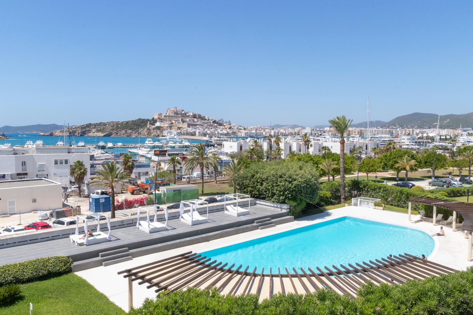 Frontline apartment of the Marina Botafoch with best views