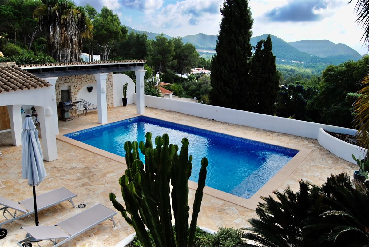 Renovated house between Jesus and Santa Eulalia with pool and views