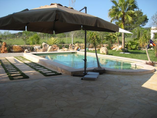 Very nice house in Santa Gertudis with beautiful garden and pool