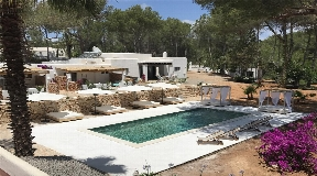 Fantastic finca offers a large land with nice chillout ideal for yoga retreat