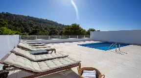 Light-flooded villa in modern style with splendid sea views in Cala Vadella