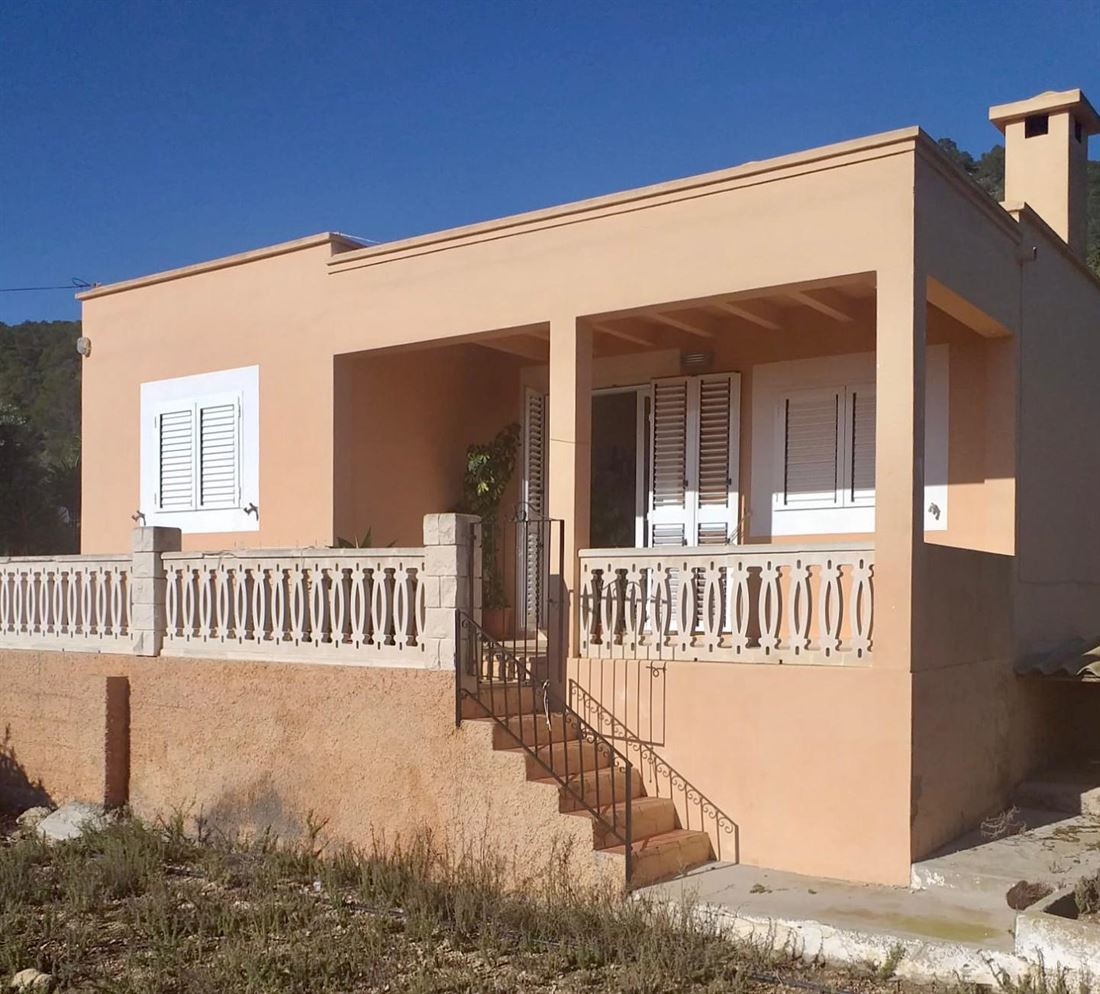 Es Cubells with two independent houses and land of 17.000 m2