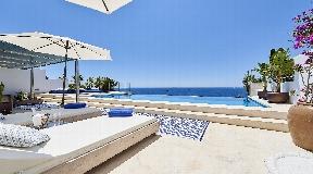 Modern property with wonderful sea views for rent in Roca Llisa