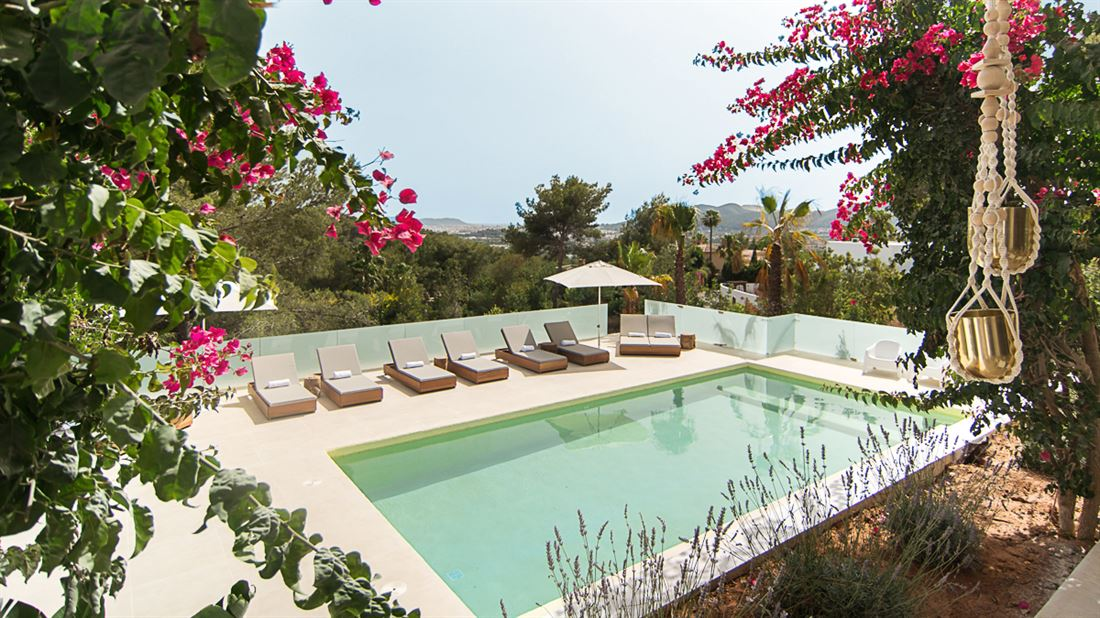Modern Villa with nice views in Can Furnet