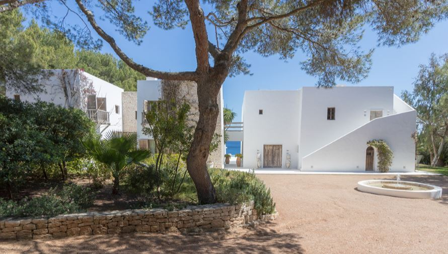 Elegant contemporary home on the waterfront in San Carles for rent