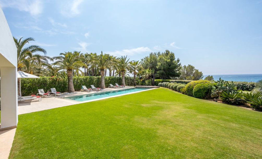 Modern villa with dircet access in Can Bap for rent