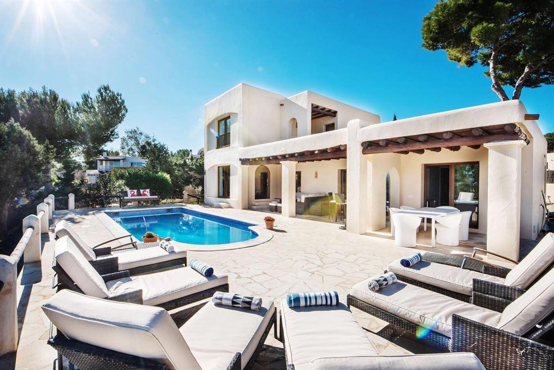 Renovated detached villa close to Cala Bassa in a quiet neighbourhood