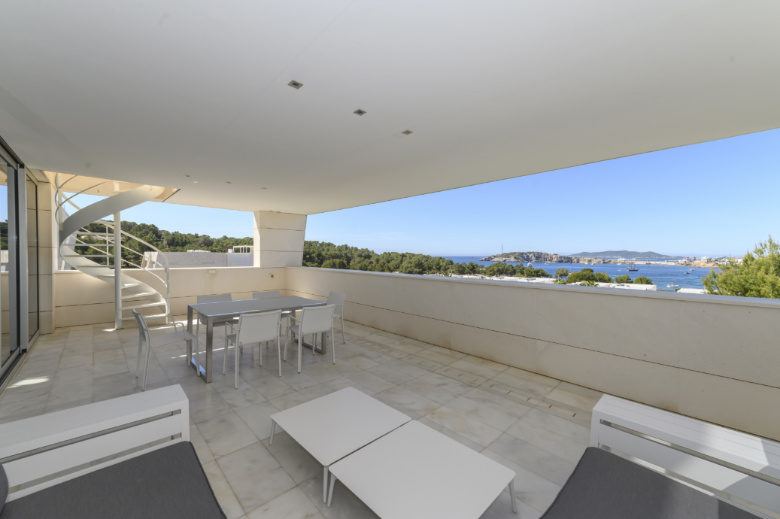 Luxury 3 bedroom penthouse in the gated community Es Pouet