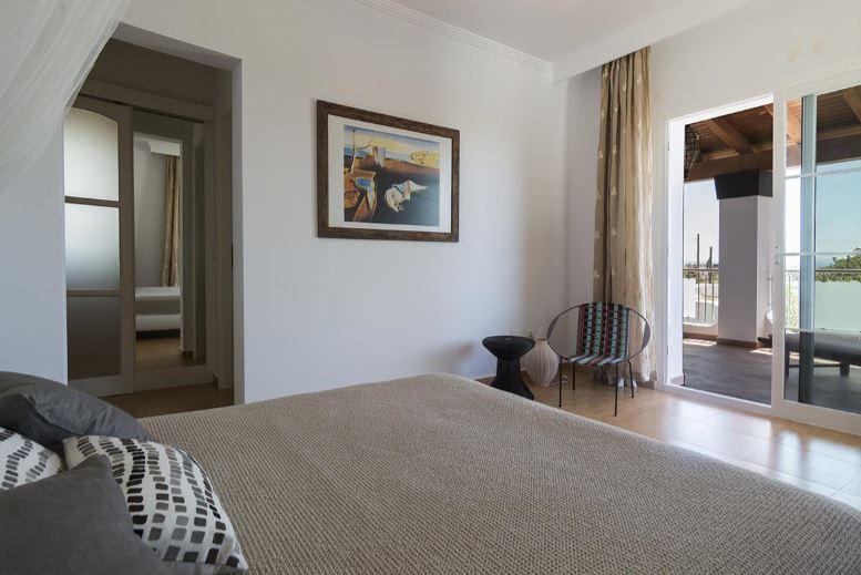 Cosy 5 bedroom villa in Sa Carroca with rental licence for sale