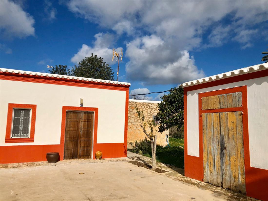 Charming property built in 1804, located between San Lorenzo and San Juan