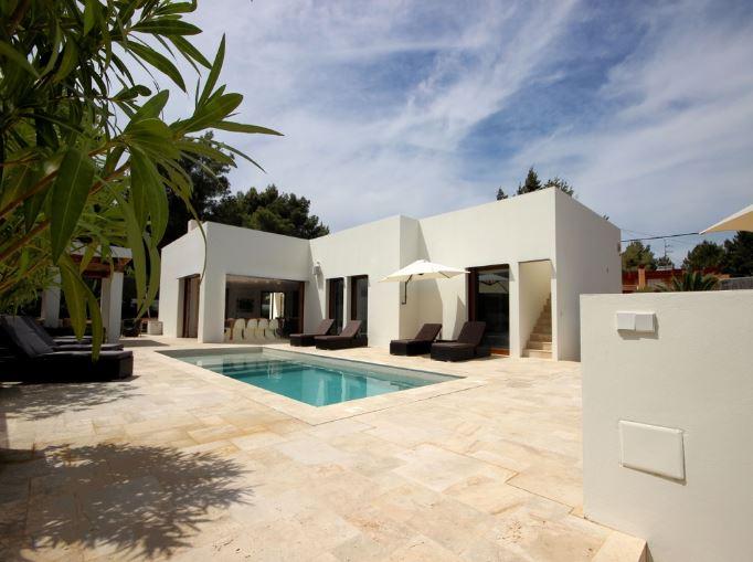 Modern renovated villa near San Rafael on sale