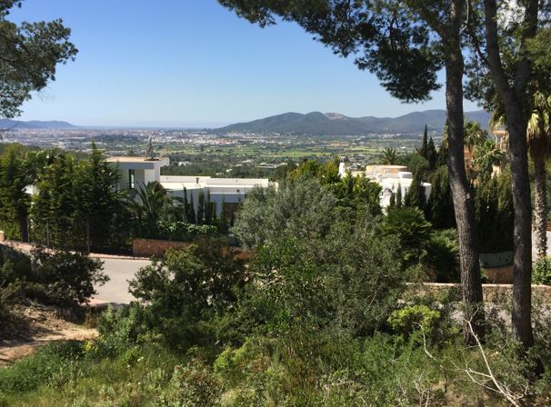 Plot for sale in Can Furnet with nice views and project