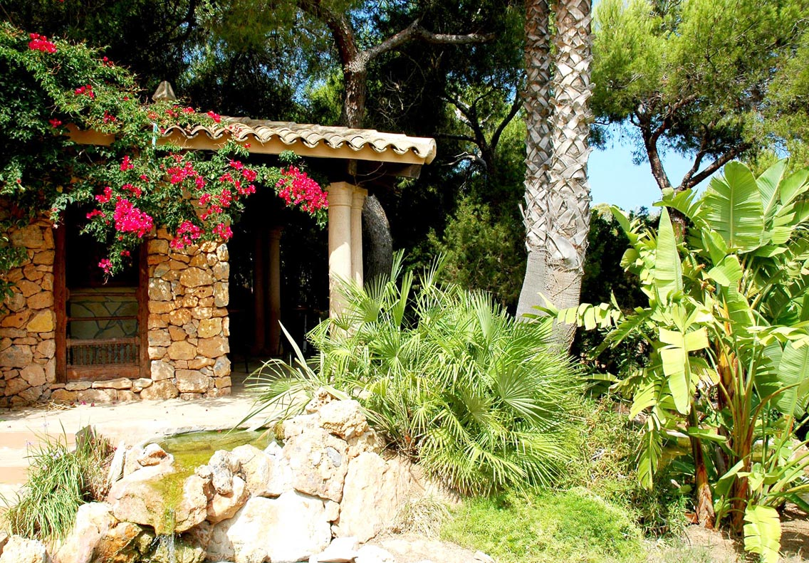 Beautiful Mediterranean style house within sea views and walking distance to the beach