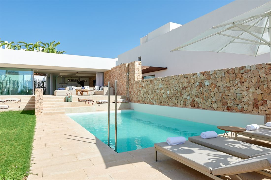 Luxury development including 15 luxury houses in Cala Comte