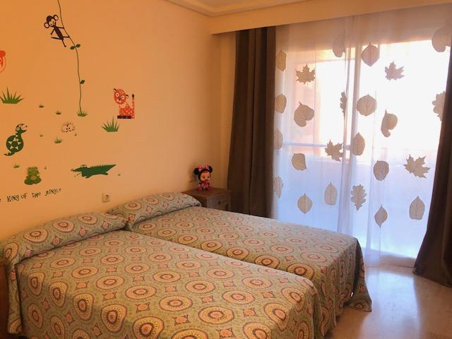 Beautiful apartment in the luxury urbanization of Roca Llisa