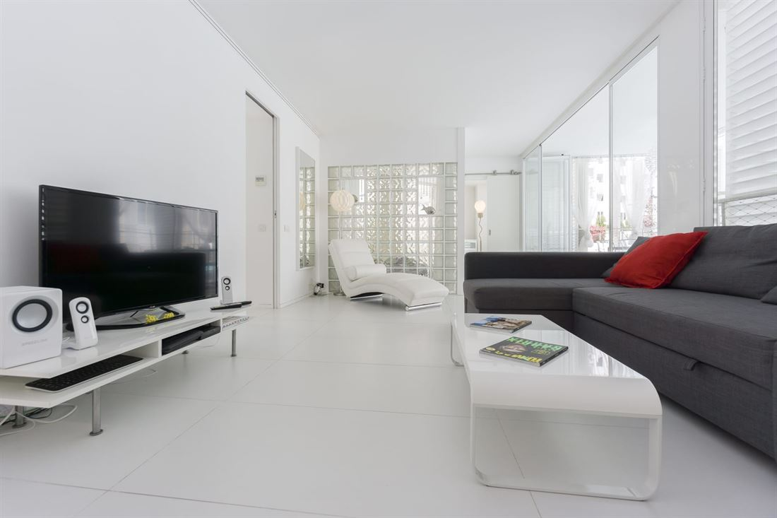 Nice apartment with white patio of Ibiza seafront