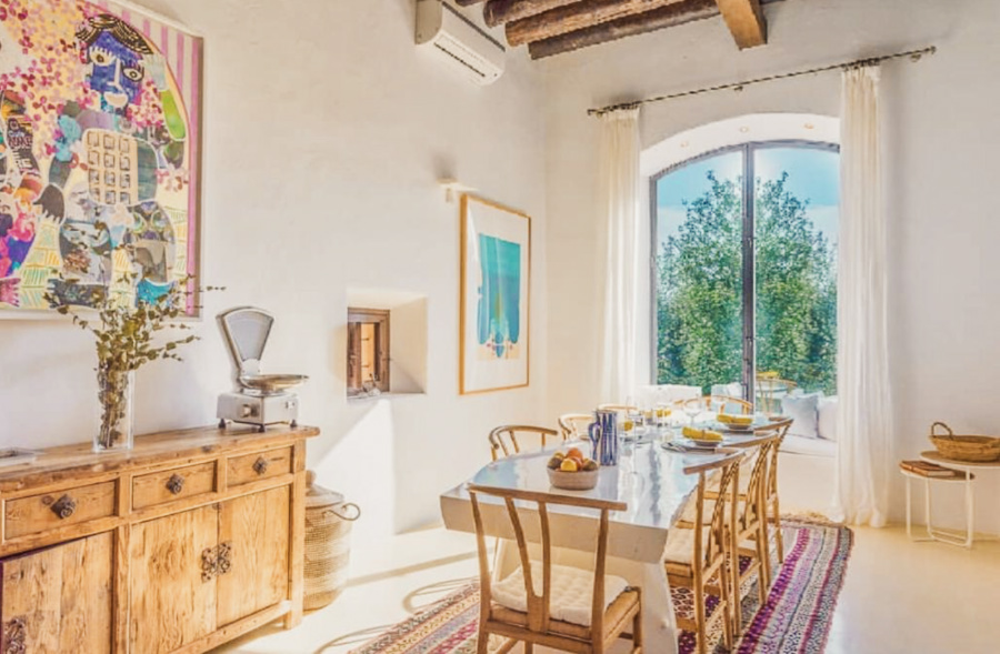 Charming farmhouse in traditional stile with a fantastic garden and views