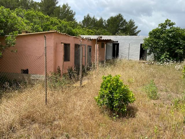 Rustic farm with a land area of 22.250 m for sale in Ibiza with Licence