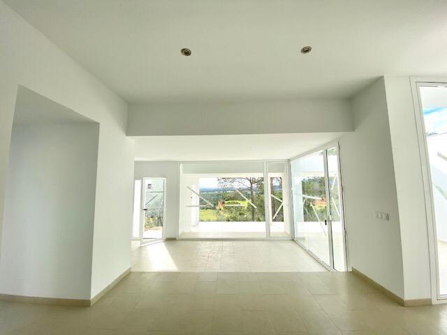 Five bedroom villa around San Mateo on a 25,000 m2 plot