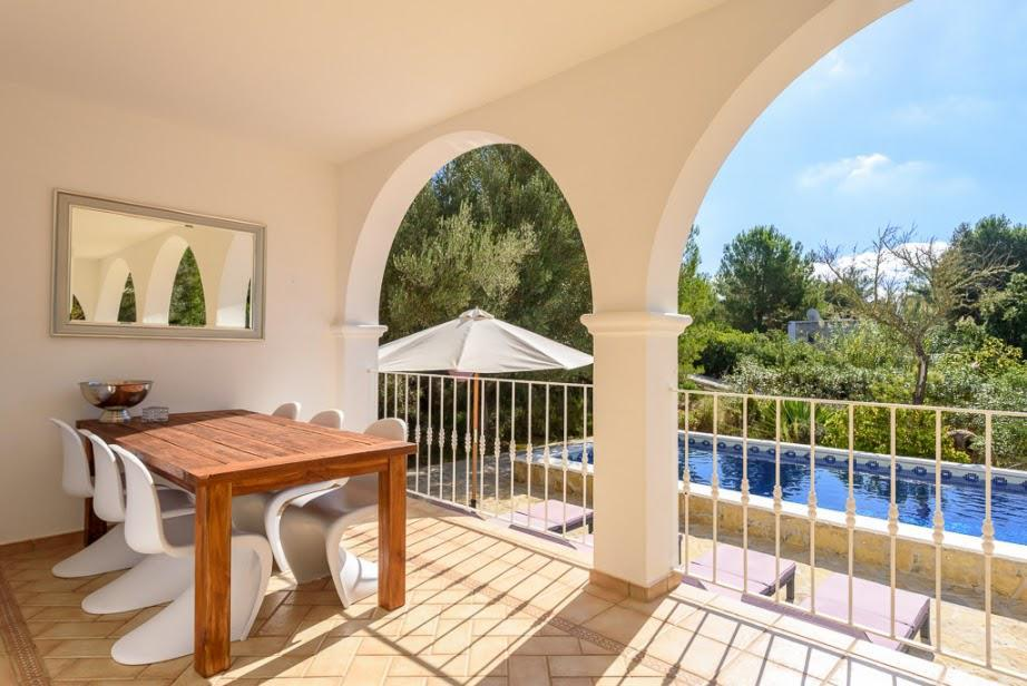 Beautiful house of about 200 m2 with 2 bedrooms and 2 bathrooms in Porroig