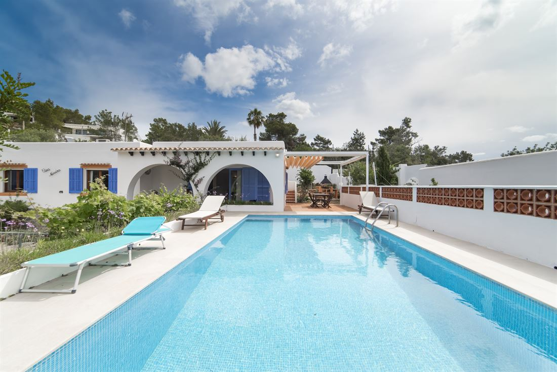 Beautiful villa for sale with rental license in Cala Salada