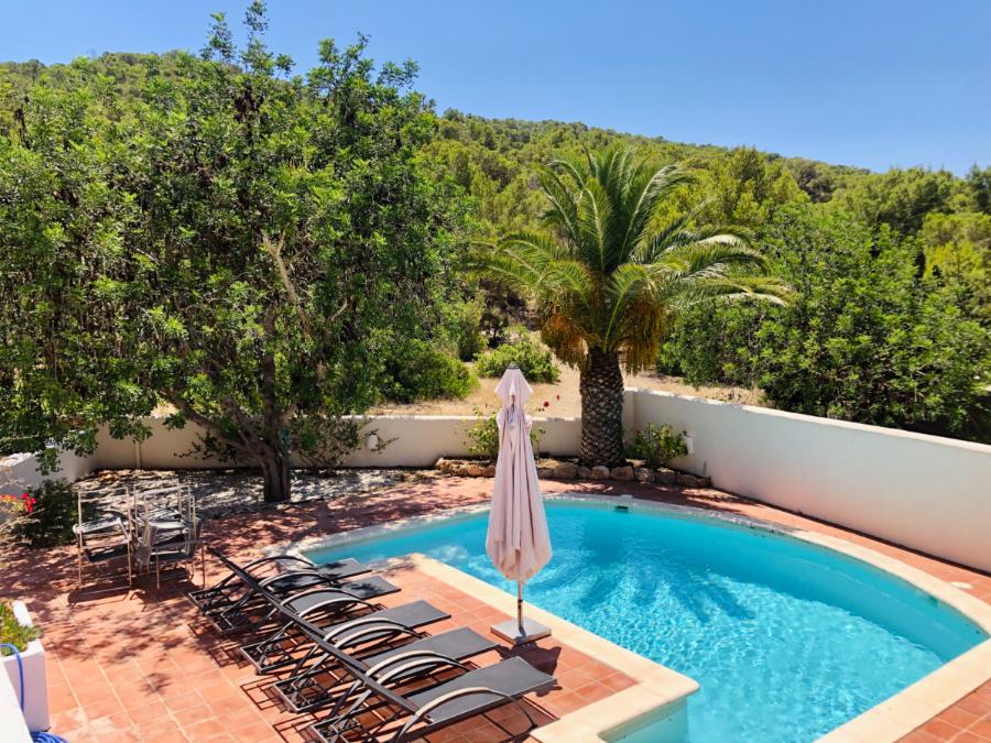 5 bedroom villa in prestigious neighborhood near Las Salinas