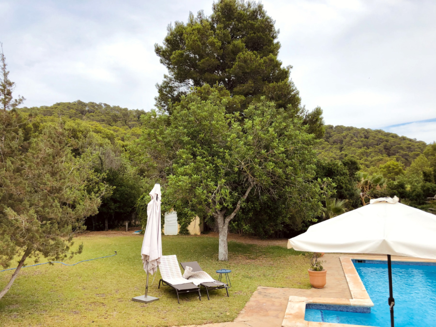 Little home in a privileged area close to Las Salinas with a spacious garden and pool