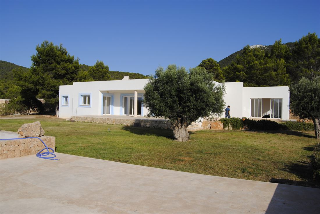Wonderful villa with annex and service house with a total of 650 m2