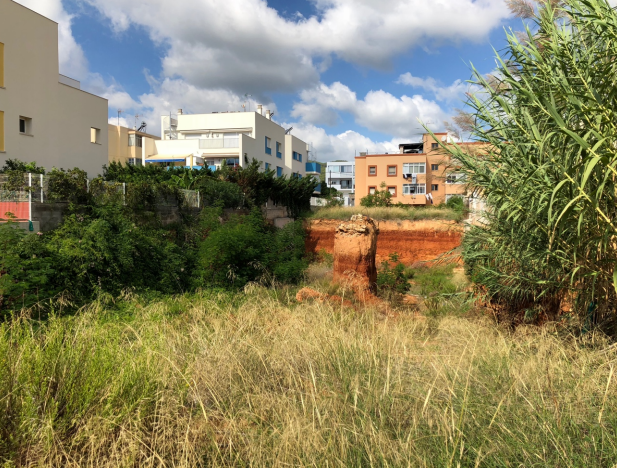 Land for building with 11 apartments plus garages and storage rooms in Es Candell